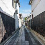 宿場町の伝統的町並みと石畳